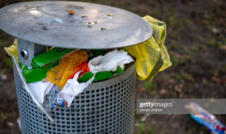 21 August 2019, Brandenburg, Potsdam: There's a crowded trash can in a park. Photo: Monika Skolimowska/dpa-Zentralbild/dpa (Photo by Monika Skolimowska/picture alliance via Getty Images)